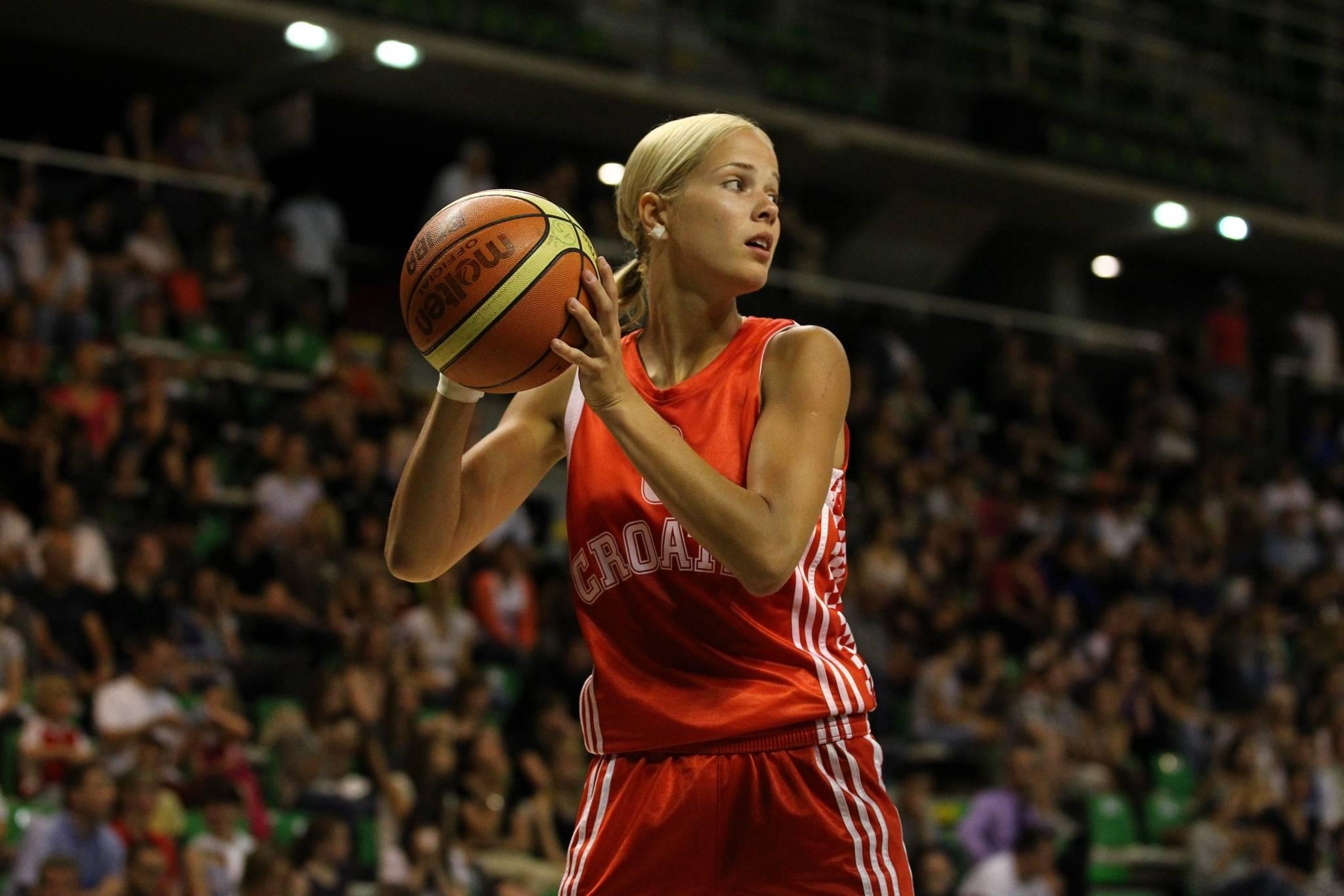 omens basketball girl - HD1200×800